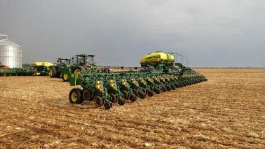 La siembra de soja avanzó con fuerza en última semana y finalizó en el norte la cosecha de trigo
