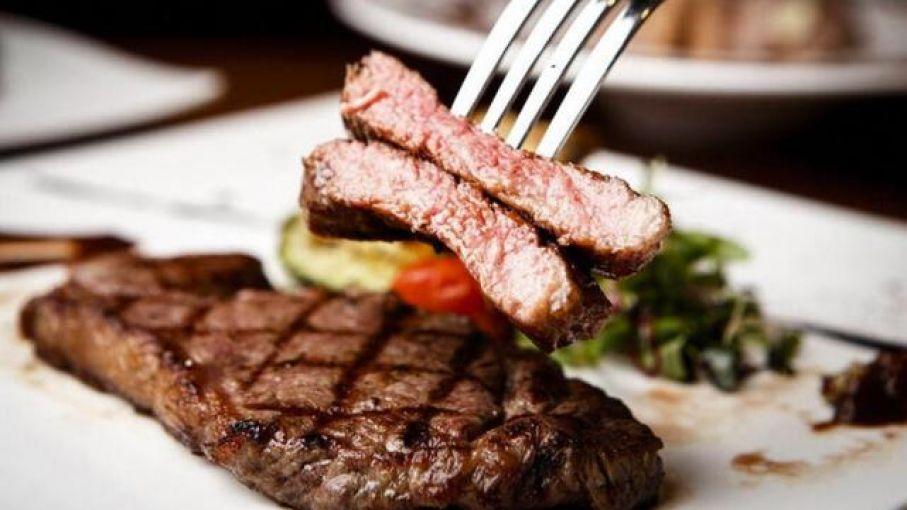 Nuevos productos y cortes, y hamburguesas gourmet, son tendencias en el consumo de carne