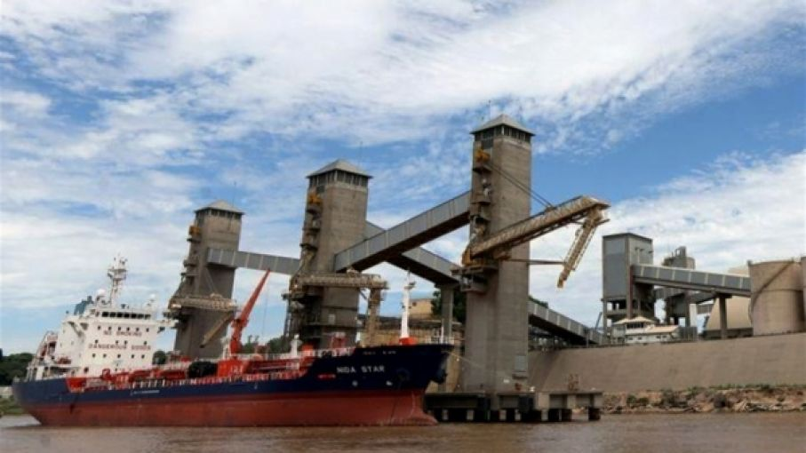 Bajo nivel del Río Paraná ya recorta la carga de buques